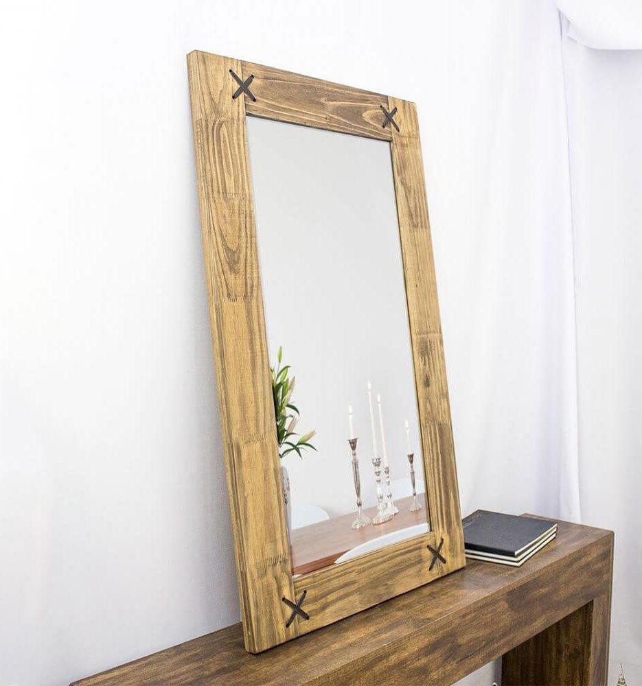 Vista lateral, espelho sobre aparador. Moldura com 4 cm de profundidade.