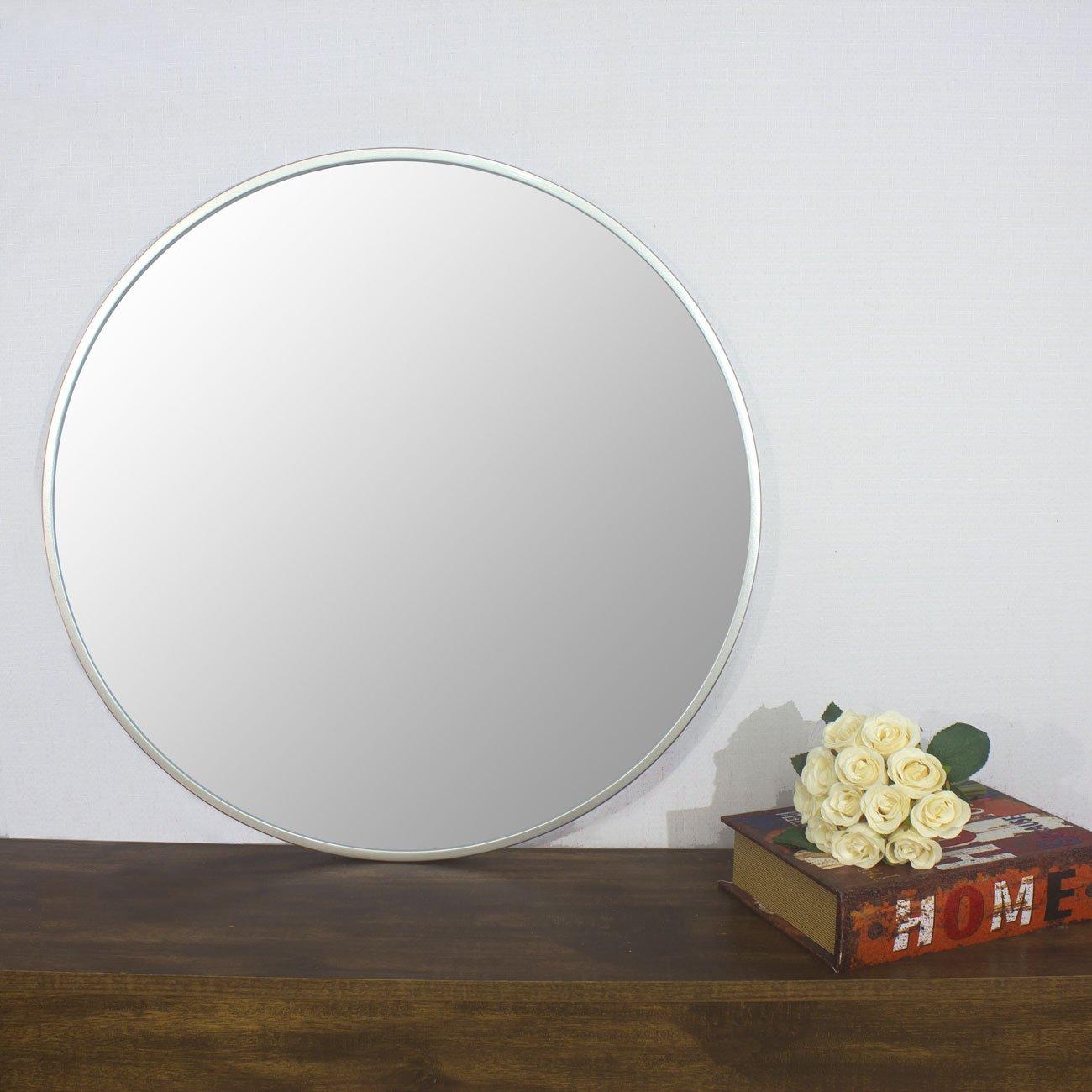 Foto real, espelho sobre aparador.