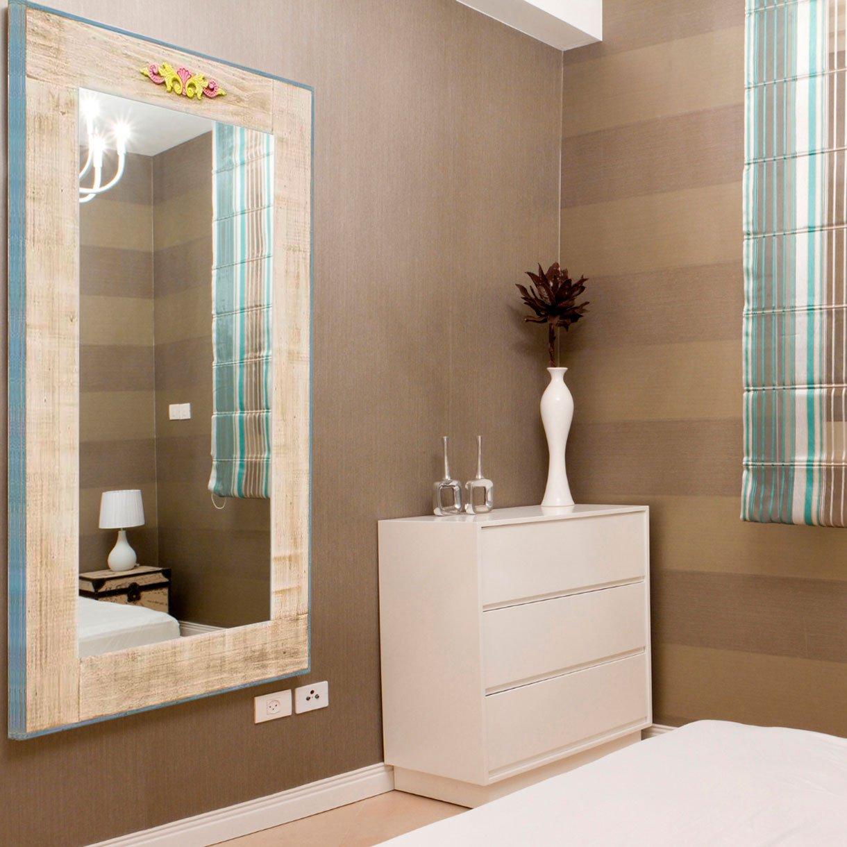 Espelho Decorativo Rústico com Moldura na Cor Creme e Aplique Colorido