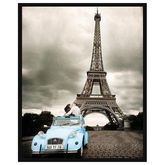 Poster com Moldura Torre Eiffel em Paris Casal Namorando em Carro Azul 40x50cm