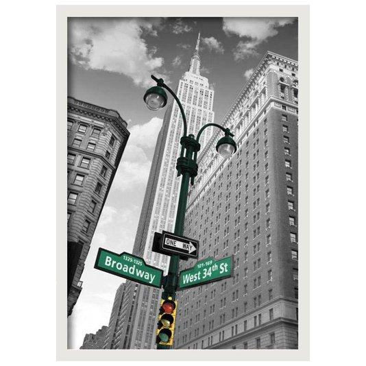 Quadro com Moldura Branca Poster Nova York Street Signs s/ Vidro 60x90cm