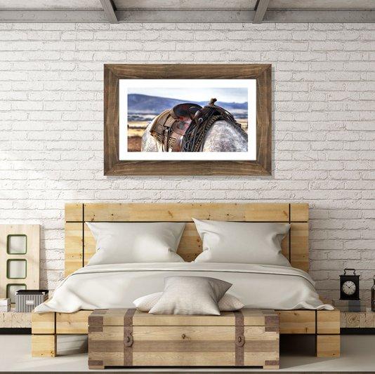 Quadro com Moldura Rústica Cavalo Encilhado 60x40cm