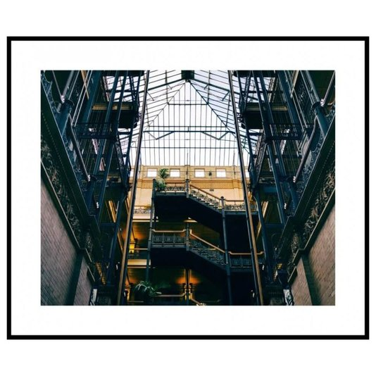 Quadro Decorativo Arquitetônico com Moldura Preta Construção com Teto de Vidro 80x60cm
