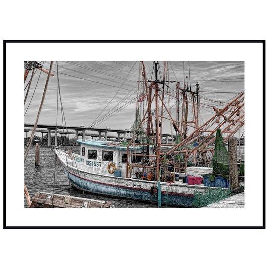 Quadro Decorativo com Moldura Preta Barco de Pesca em Porto 140x100cm