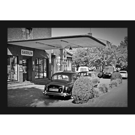 Quadro Decorativo Preto e Branco Posto de Gasolina Antigo 30x20cm