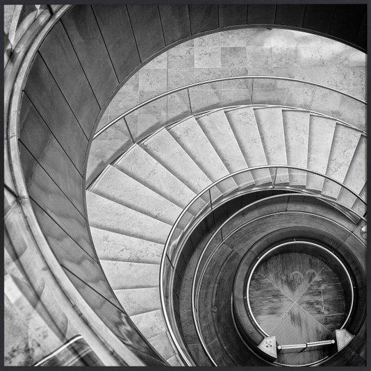 Quadro em Preto e Branco Escada Espiral por Dorival Moreira 50x50 cm