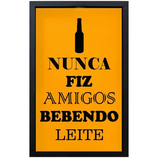 Quadro Porta Tampinhas Fundo Amarelo Nunca Fiz Amigos Bebendo Leite 30x40 cm