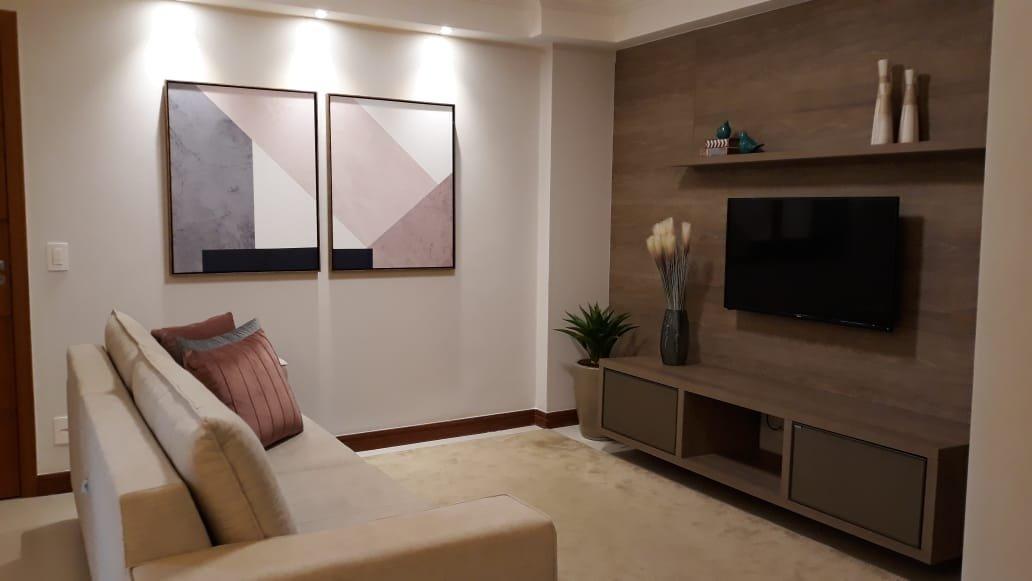 Nosso conjunto de quadros transformando esta bela sala de estar.