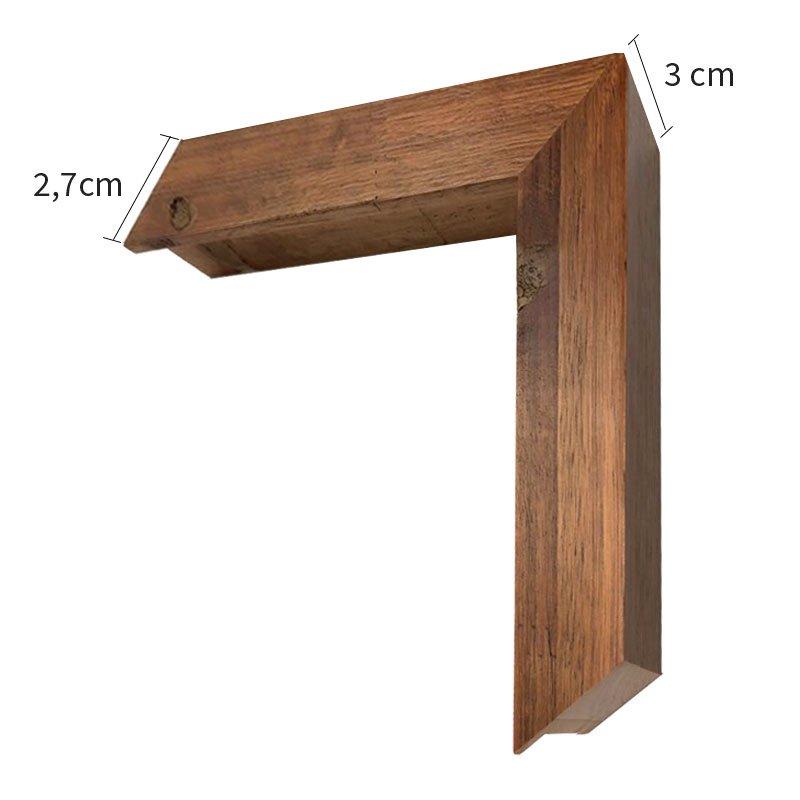 Moldura de alto padrão em madeira maciça, com acabamento natural tingido. Detalhes para os nós e emendas da madeira que estarão bem evidentes, preservando sua naturalidade.