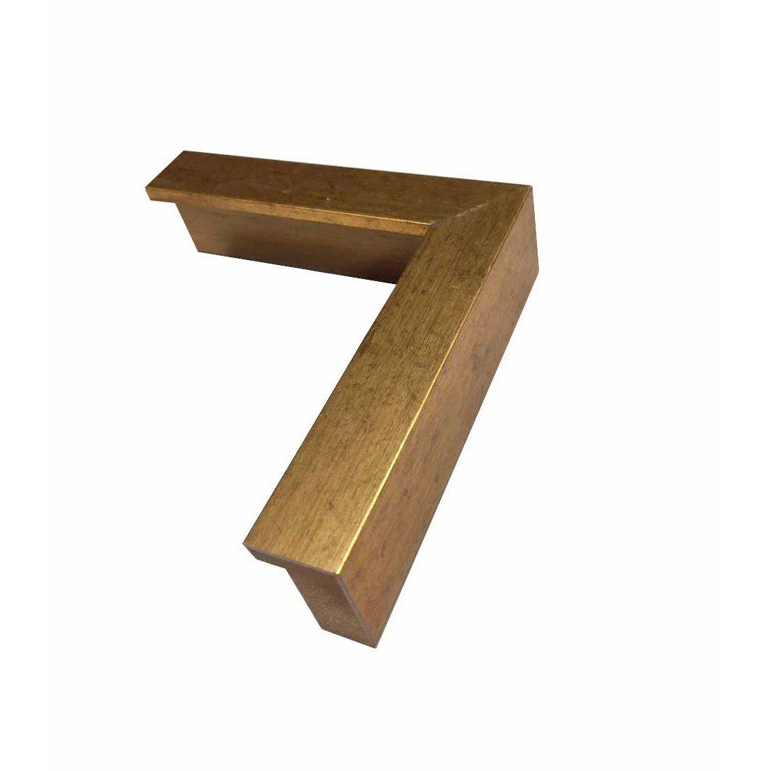 Moldura de alto padrão, laqueada dourada.
