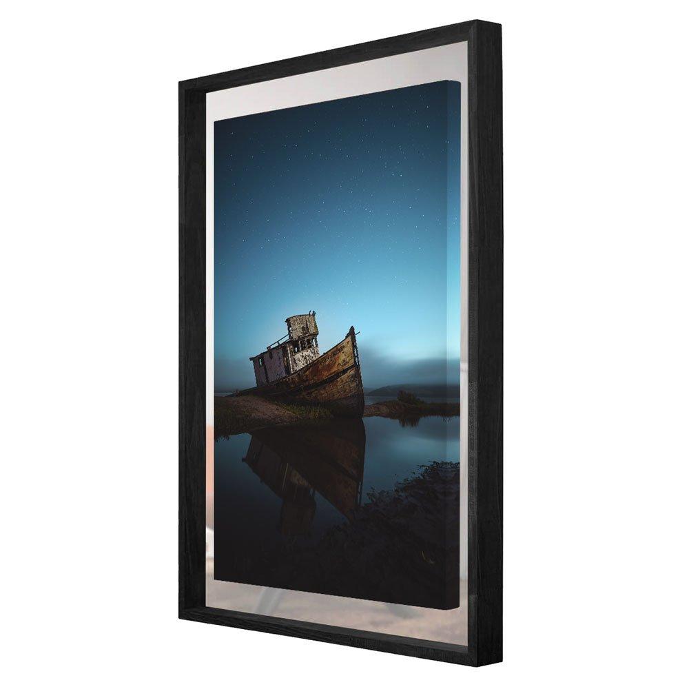 Tela canvas fixada sobre o espelho com moldura preta. Dimensão da Moldura (LxA): 9,5x6,5 cm.