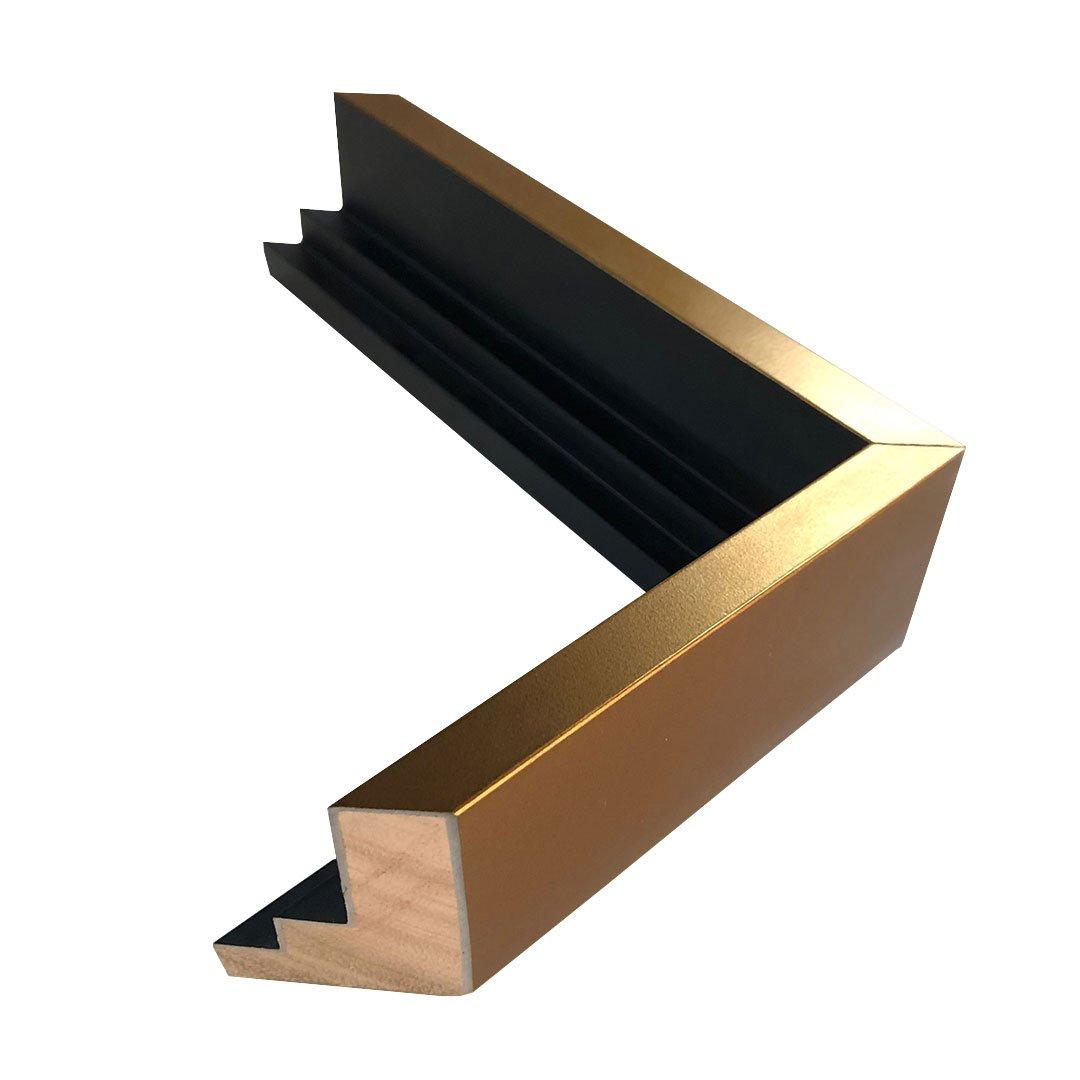 Moldura flutuante. Dimensão (L x A) 2,5 x 5 cm.